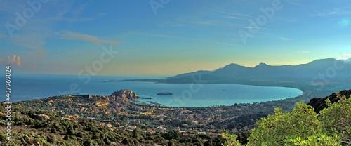 Fotografia, Obraz Vue panoramique sur la ville et la baie de Calvi