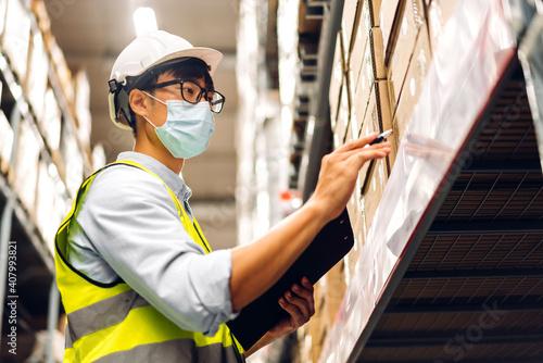 Portrait of asian engineer man in helmets in quarantine for coronavirus wearing Fototapet