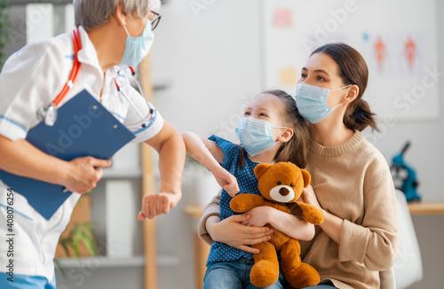 Doctor and child wearing facemasks © Konstantin Yuganov