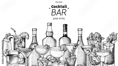 Alcoholic cocktails sketch. Hand drawn vector illustration. Hand drawn drinks illustration. Cocktails set. Menu design elements. © DiViArts