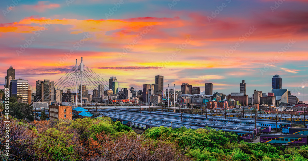 Fototapeta Nelson Mandela Bridge and Johannesburg city at sunset