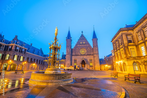 Billede på lærred Inner courtyard of the Binnenhof palace in the Hague, Netherlands
