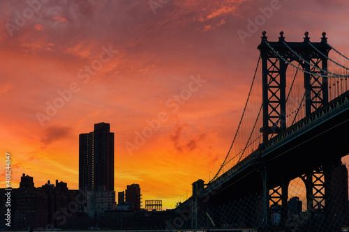 Canvas Print Manhattan Bridge and skyline silhouette view from Brooklyn at sunset