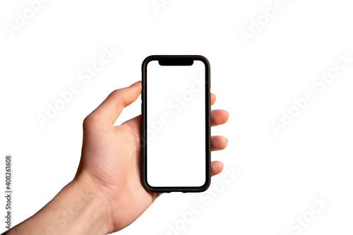 Obraz Main d'homme tenant un smartphone mobile portable avec un écran blanc en position verticale isolé sur un arrière-plan blanc - fototapety do salonu