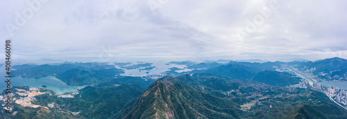 Widok z lotu ptaka na górę Ma On Shan, pośrodku między centrum Sai Kung i Mo On Shan, Hongkong