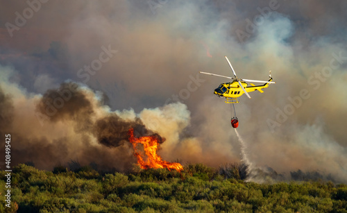 Tablou Canvas Smoke and huge fire, helicopter with bambi bucket