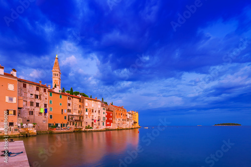 Tela Wonderful morning view of old  Rovinj town with multicolored buildings, Croatia