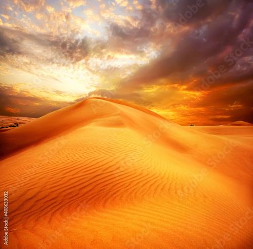 Obraz na plátně sunset over the desert