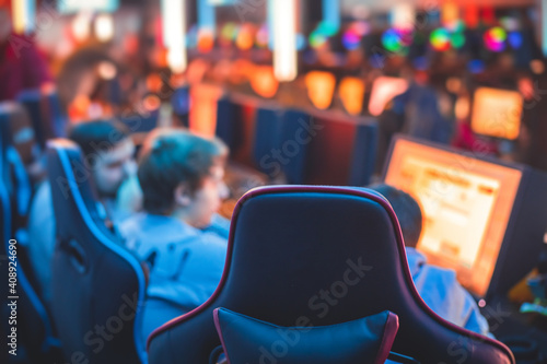 Fotomural Cyber sport e-sports tournament, team of professional gamers, close-up on gamer'