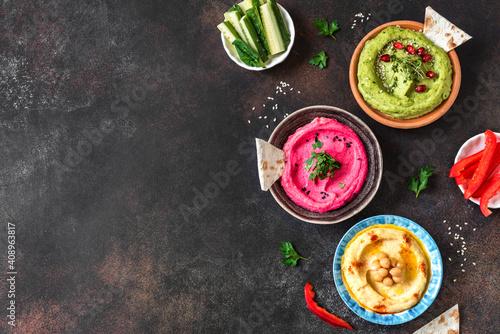 Photo Colorful hummus vegan dips