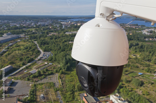 Controlled speed dome PTZ camera in outdoors Fotobehang