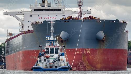 Fototapeta BULK CARRIER - The ship is maneuvering in a seaport