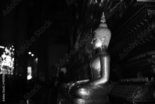 Fotomural The golden Buddha image