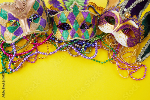 Obraz na plátne Mardi gras or carnival mask with beads on yellow background