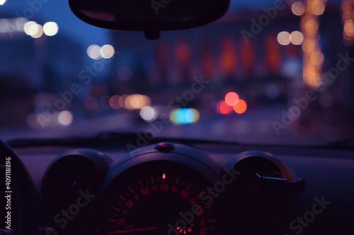 Carta da parati 車内から見える夜の街の明かり、ボケ