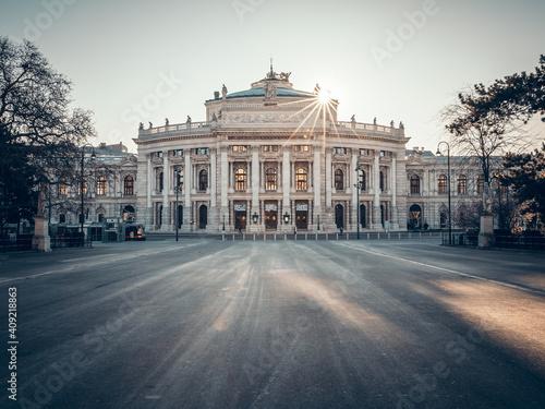 Fototapeta Sunrise at Vienna's Burgtheater
