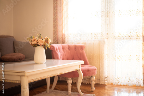 Obraz Vase of roses flowers isolated on table with sunshine light - fototapety do salonu