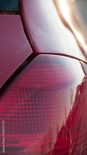 Fotografija Detalle de faro de posición trasero de un coche rojo