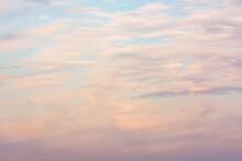 Nuage Rosâtre Dans Le Ciel