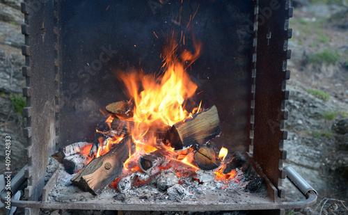 Canvas Print préparation d'un barbecue en extérieur