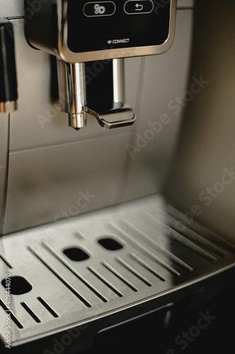 Obraz srebrny ekspress do kawy, ekspress cisnieniowy  - fototapety do salonu