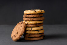 Closeup Shot Of Delicious Chocolate Chip Cookies (galletas)