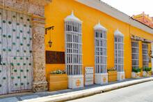 Cartagena, Altstadt Mit Großen Plätzen Und Bunten Kolonialgebäuden