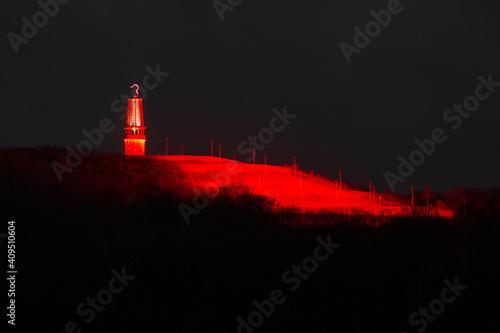 Fotografie, Obraz halde Rheinpreussenbei Moers, mit Geleucht in Rubinrotes Licht getaucht