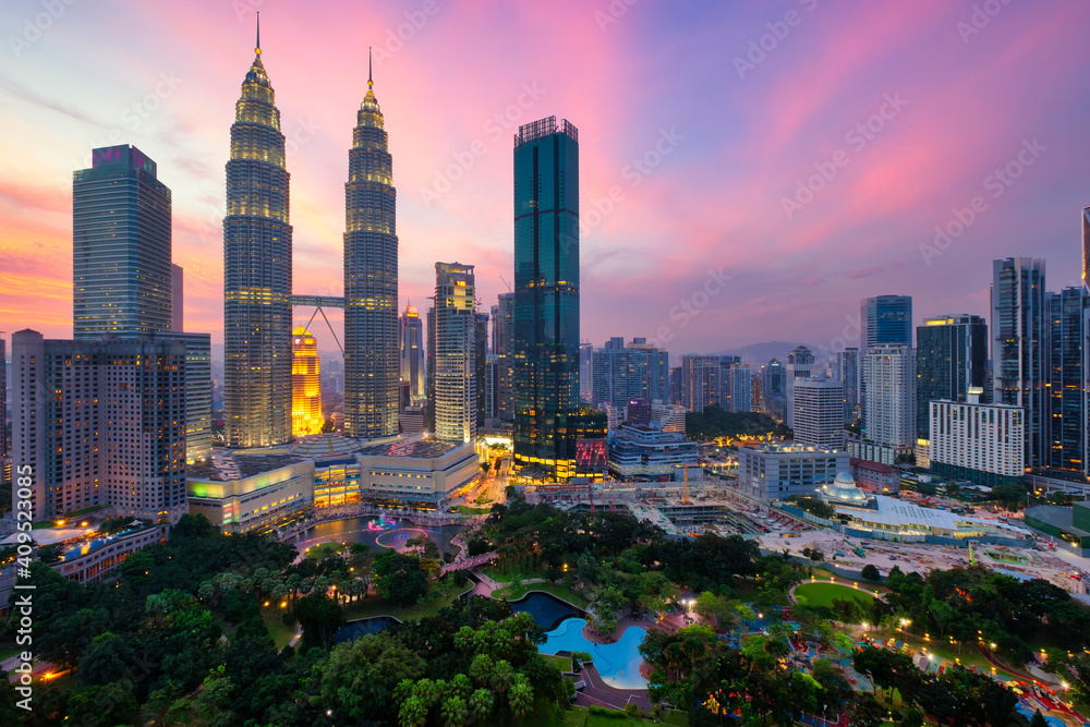 Fototapeta Kuala Lumpur skyline financial downtown district and KLCC park view at sunset