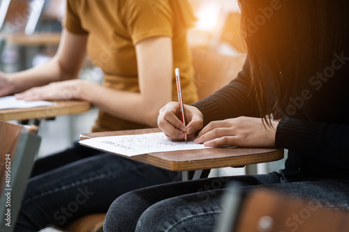 Young female university students concentrate on doing examinations in the classroom Fototapet