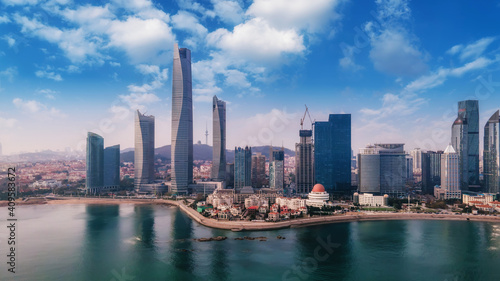 Photo A panoramic aerial view of the architectural landscape and skyline of Qingdao Fu