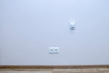 Dual Carbon Monoxide Sensor Gas Leak LPG Alarm On The Wall