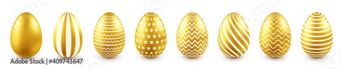Photo Golden Easter eggs isolated on white background