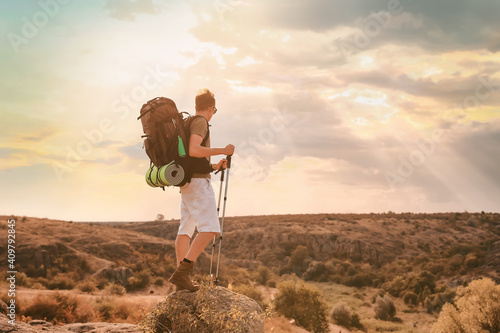 Young male tourist in countryside Fotobehang