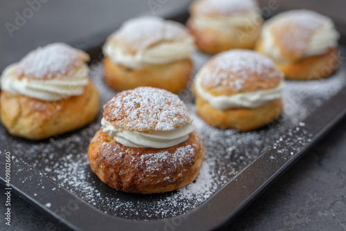 Photo traditional home made swedish semlor pastry on a table