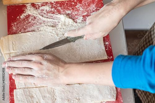 Obraz cuts the dough with a knife kitchen - fototapety do salonu