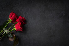 Red Roses On A Black Background Top View. Fresh, Bright Bouquet With Drops Of Dew. Happy Valentine's Day, Happy Mother's Day. The Concept Of A Birthday, Anniversary, Wedding. Isolated Copy Space