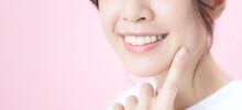 女性のデンタルケアイメージ 白い歯 オーラルケア
