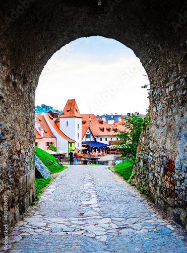 Tableau sur Toile View of Cesky Krumlov architecture from the stone archway