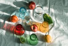Bicchieri Colorati Frutta Composizione Natura Morta