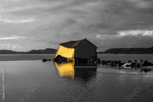 Canvas sinking boathouse