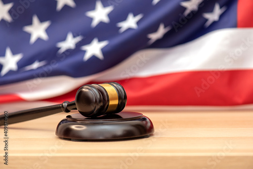 Fotografia Wooden judge gavel USA flag as background, concept picture about justice in the