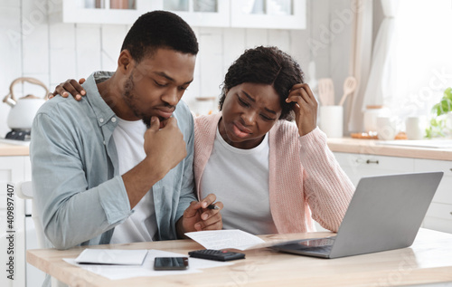 Obraz Stressed Black Couple Calculating Family Budget In Kitchen, Suffering Financial Crisis - fototapety do salonu