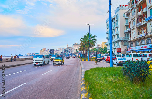 Fotomural The seaside promenade and traffic, on Dec 18, 2017 in Alexandria, Egypt