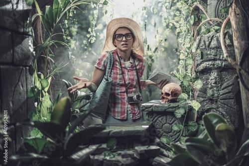 Fototapeta Funny tourist lost in the jungle obraz