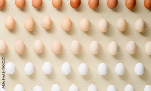 Photo Egg pattern different color chicken eggs