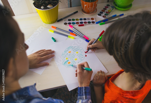 Canvas Print child with a teacher is engaged in art therapy