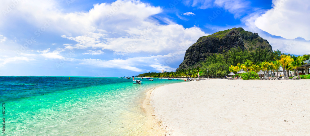 Fototapeta Tropical relaxing holidays in one of the best beaches of Mauritius island Le Morne