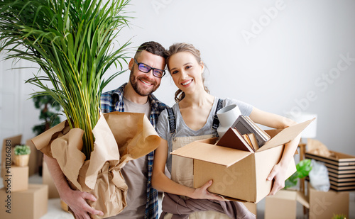 Fotografie, Obraz Loving couple standing with stuff in new flat
