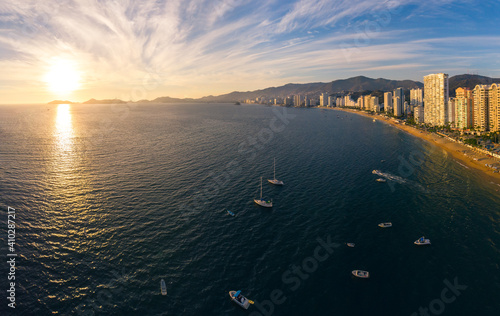 Obraz na plátne Beautiful sunset, aerial view of the beach, acapulco city seen from above